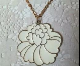 Coro Vintage Mid-century Gold White Enamel Mod Flower Pendant Necklace - $21.74