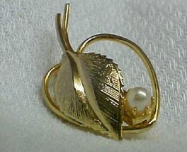 Elegant Heart Leaf Prong Set Pearl Pin Brooche Mint - $24.72