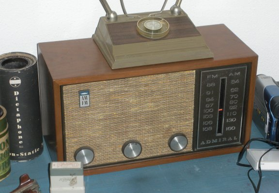 Admiral Wooden AM FM Tube Table Radio Looks/Works Great