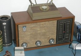 Admiral Wooden AM FM Tube Table Radio Looks/Works Great - $19.99