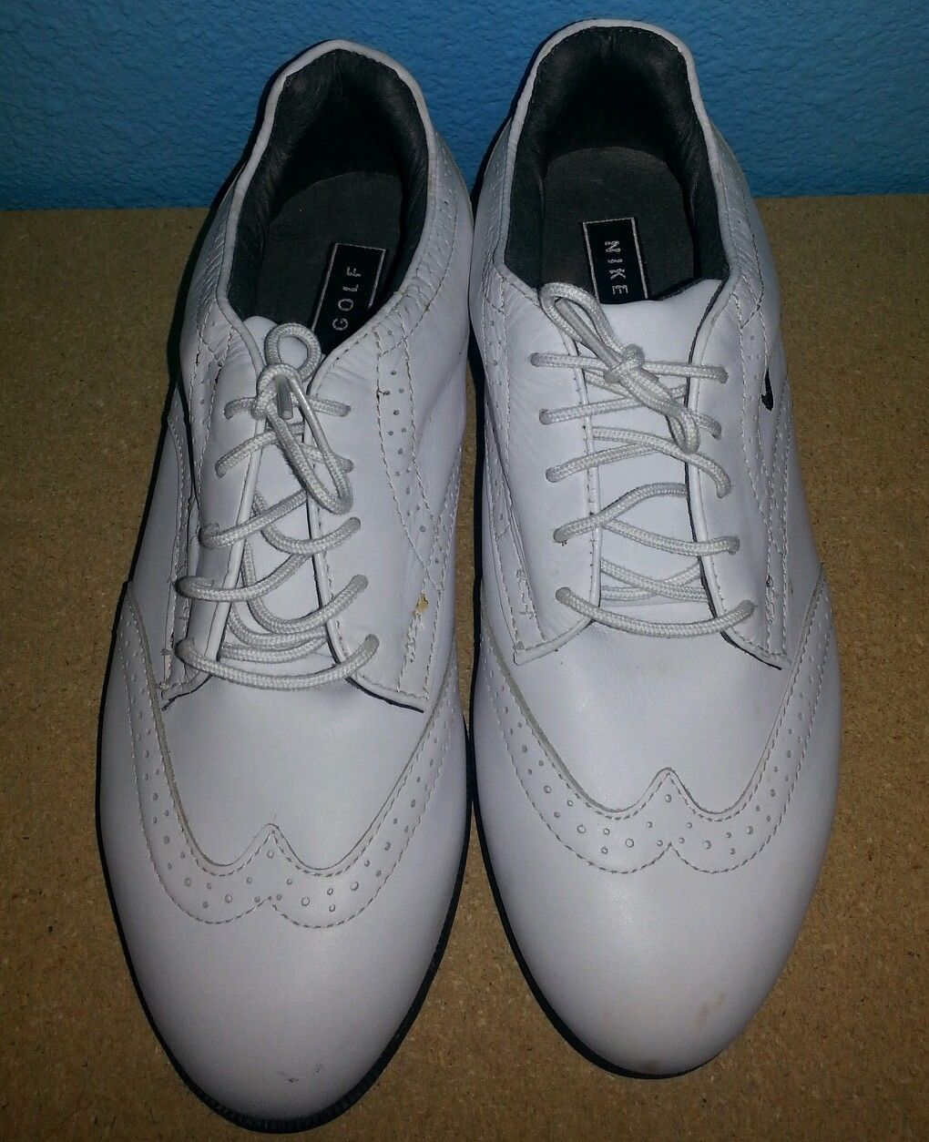 Classic Nike Men`s White Wing Tip Golf Shoes With Soft Spikes-Size 8EE
