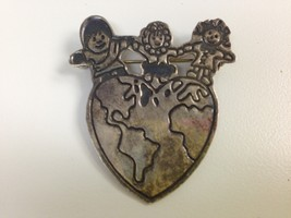VINTAGE STERLING SILVER SAVE THE CHILDREN HEART WORLD PIN 925 EFS MEXICO - $24.74