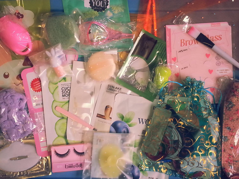 160-Piece Beauty Bag Asian Korean Samples