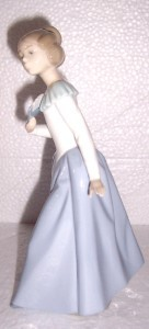 """Vintage Signed  Daisa 1983 NAO Lladro """"Young Women with Fan"""" Porcelain Figurine"""