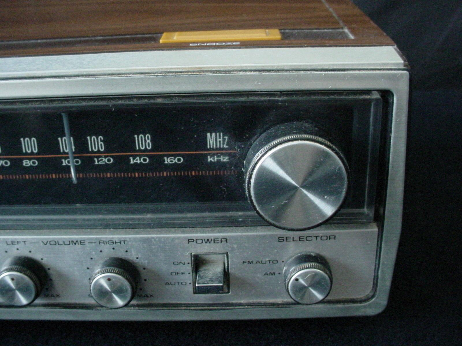 vintage lloyds am fm digital clock radio alarm retro j257b. Black Bedroom Furniture Sets. Home Design Ideas