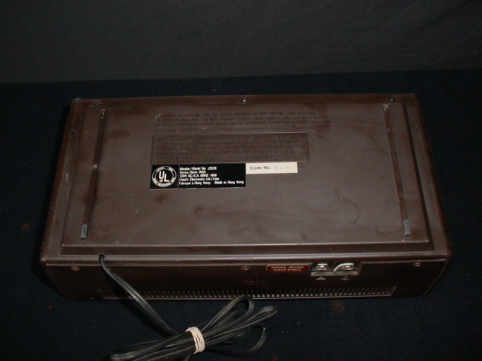 vintage lloyds am fm digital clock radio alarm retro j257b digital clocks. Black Bedroom Furniture Sets. Home Design Ideas