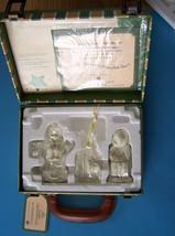 2001 Snowbabies Friendship Club Membership Kit  Suitcase Dept 56 Nrfb W/Hangtag - $16.99