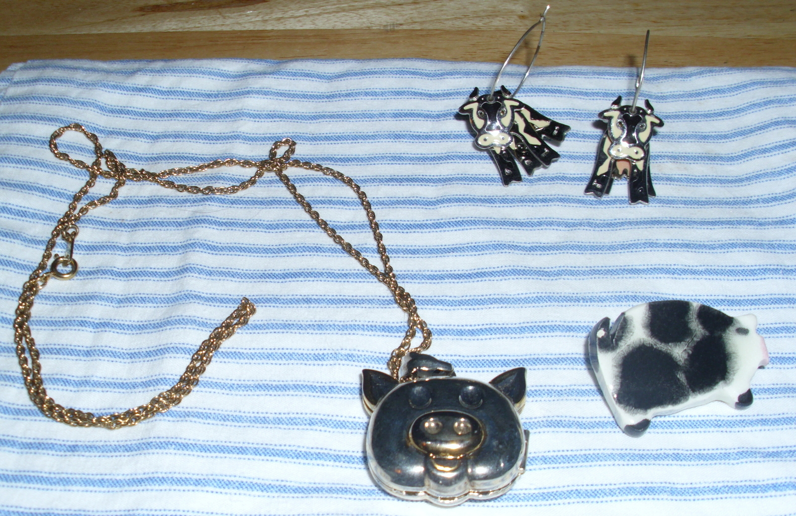 Primary image for Lovely 3 piece Farm Jewelry Set Cow Jiggly Earrings Pig Locket Necklace & Brooch