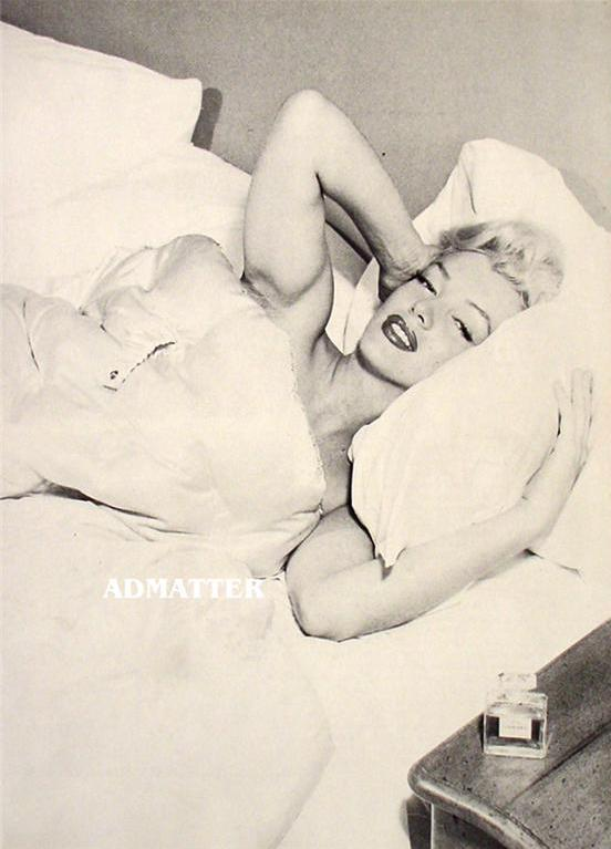 Marilyn Monroe Pin-up Poster in Bed with her Chanel No. 5 perfume Awesome photo