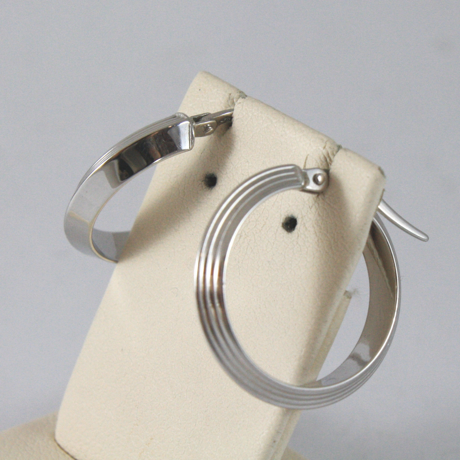 SOLID 18KT. WHITE GOLD CIRCLE EARRINGS, STRIPED AND SMOOTH, MADE IN ITALY.