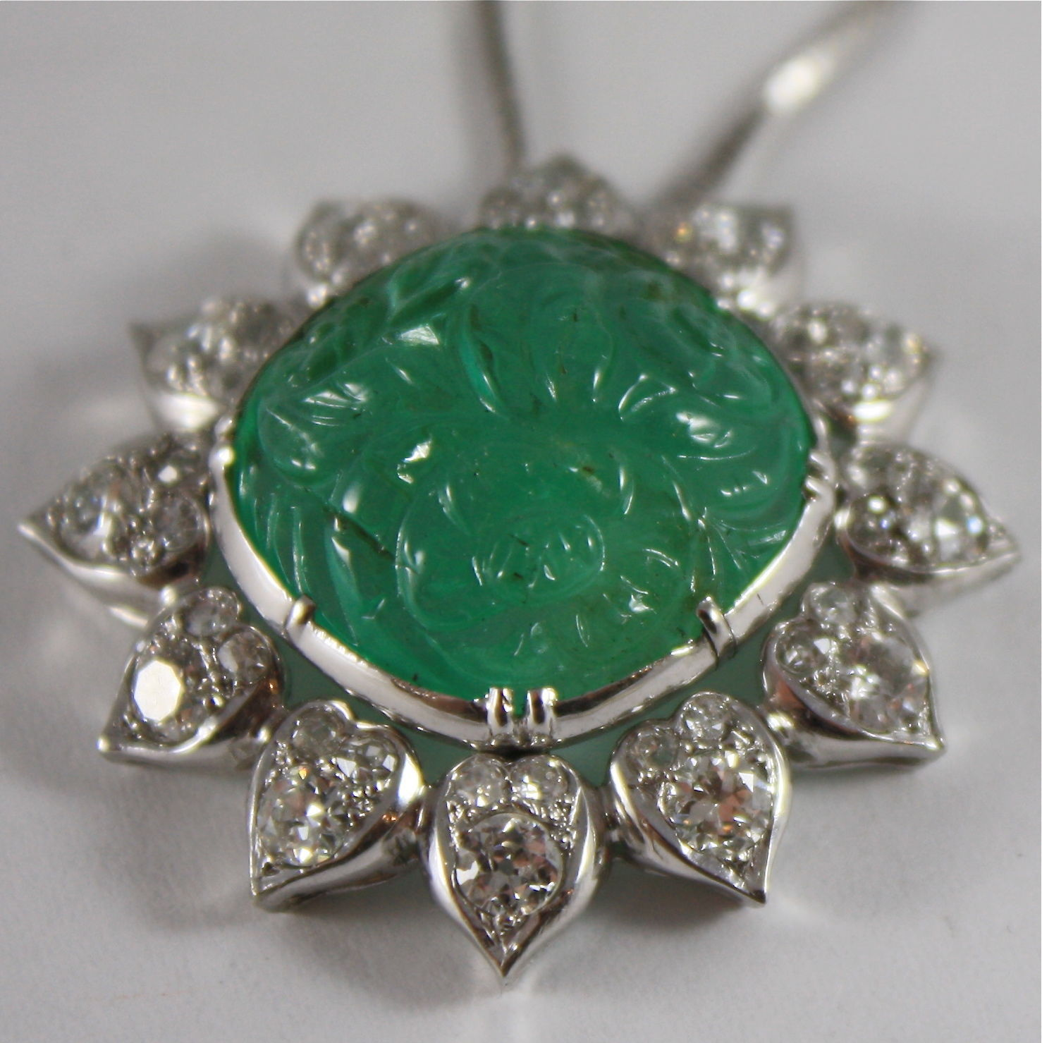 SOLID PLATINUM DIAMONDS CARVED EMERALD PENDANT NECKLACE ART DECO FLOWER 18K GOLD