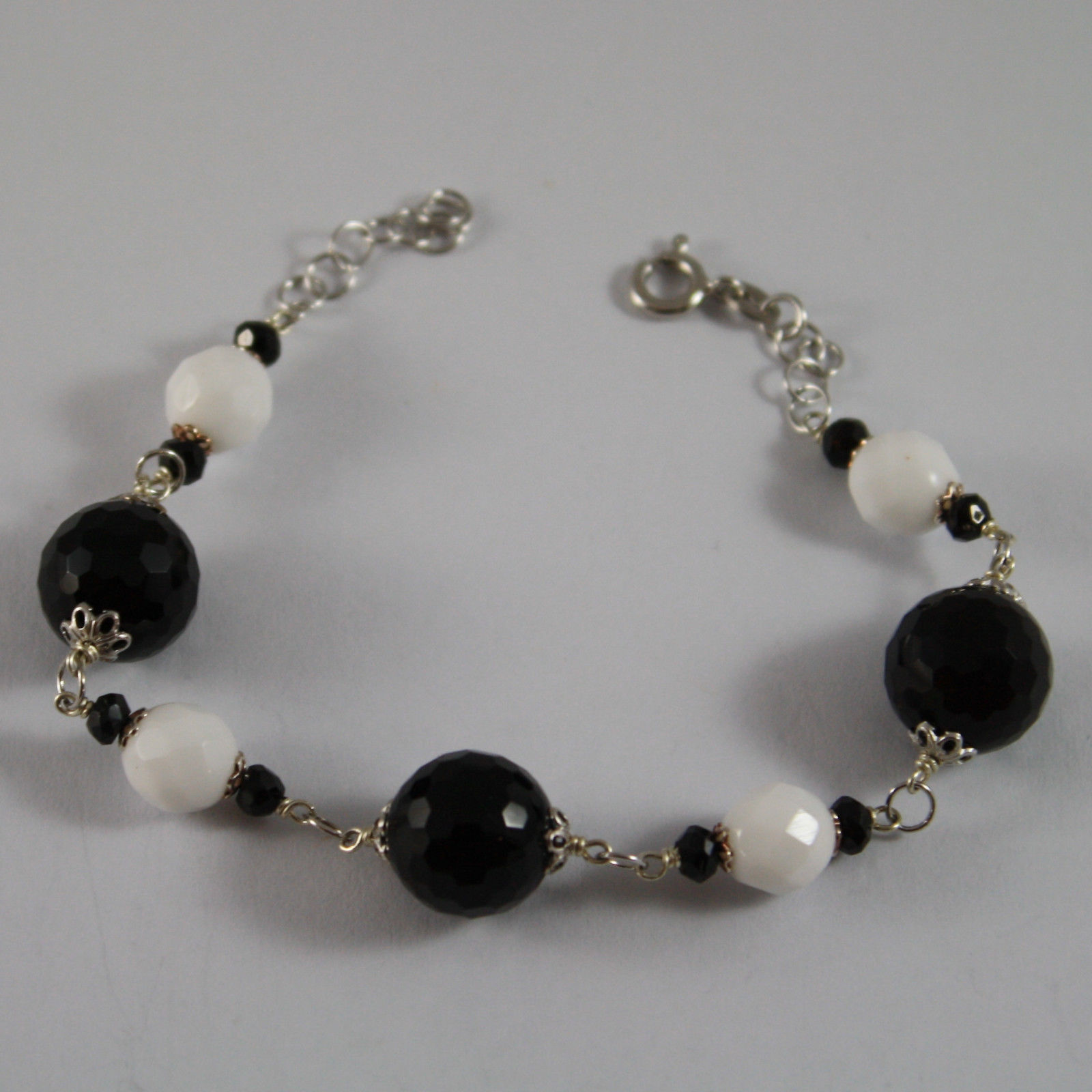 .925 RHODIUM SILVER BRACELET WITH BLACK ONYX AND WHITE AGATE