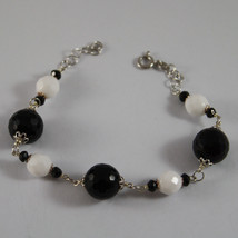 .925 RHODIUM SILVER BRACELET WITH BLACK ONYX AND WHITE AGATE image 1