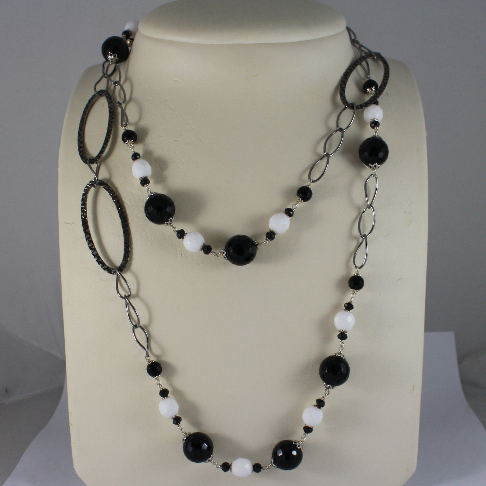 .925 SILVER BURNISHED RHODIUM NECKLACE WITH BLACK ONYX AND WHITE AGATE