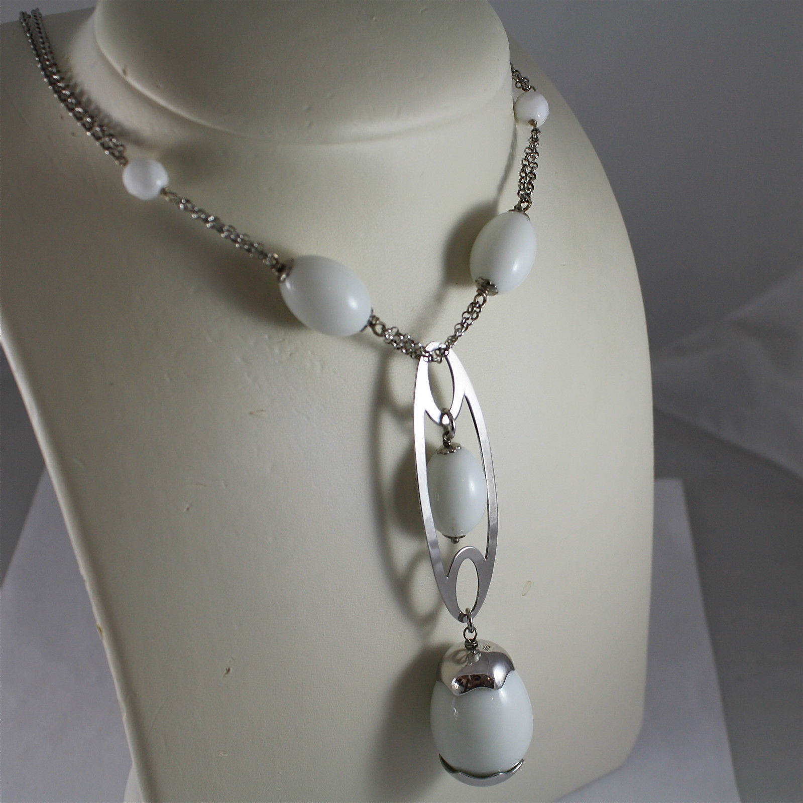 .925 RHODIUM SILVER NECKLACE, WHITE AGATE, SCARF, SILVER OVAL AND AGATE DROP.