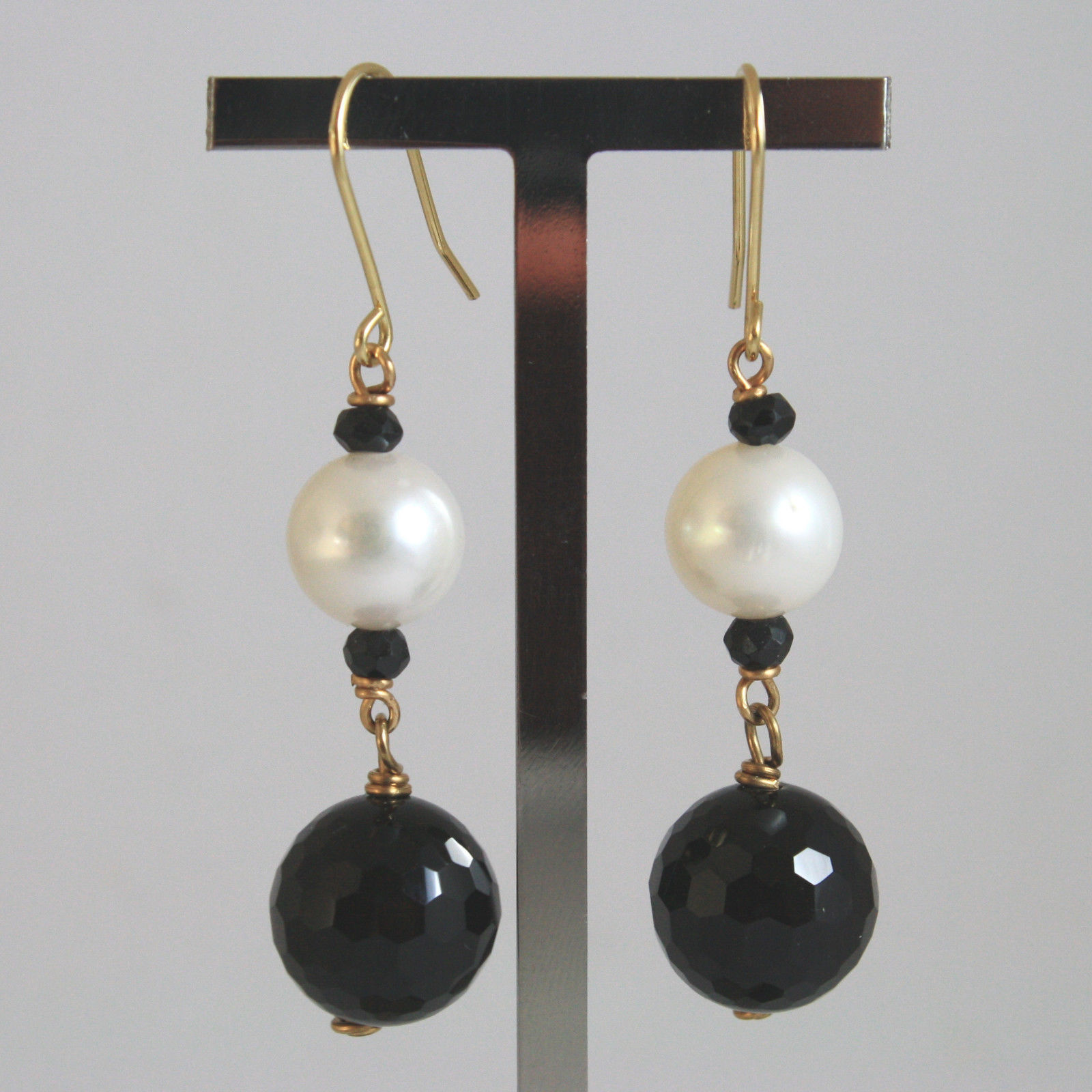 SOLID 18K YELLOW GOLD EARRINGS, WITH BLACK ONYX AND WHITE PEARL, LENGTH 2 INCHES