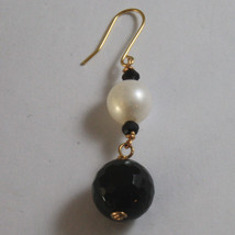 SOLID 18K YELLOW GOLD EARRINGS, WITH BLACK ONYX AND WHITE PEARL, LENGTH 2 INCHES image 3
