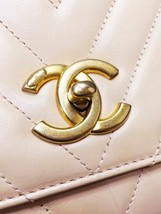 100% AUTHENTIC CHANEL 2017 CHEVRON QUILTED CALFSKIN COCO HANDLE BAG BEIGE GHW image 8