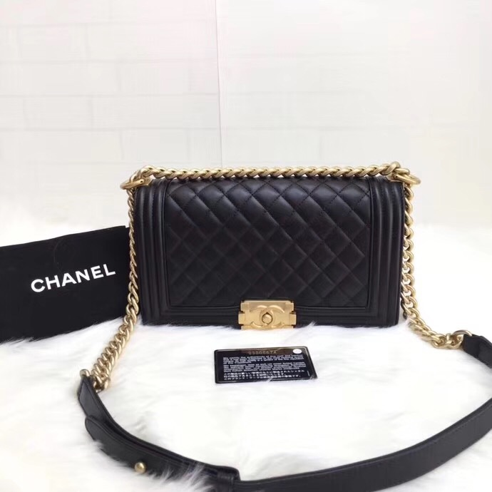 AUTHENTIC NEW CHANEL BLACK QUILTED LAMBSKIN MEDIUM BOY FLAP BAG GHW