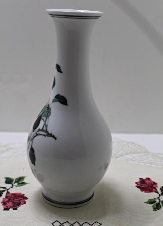 Vintage Chinese Porcelain LILING CHINA Cherry design Vase