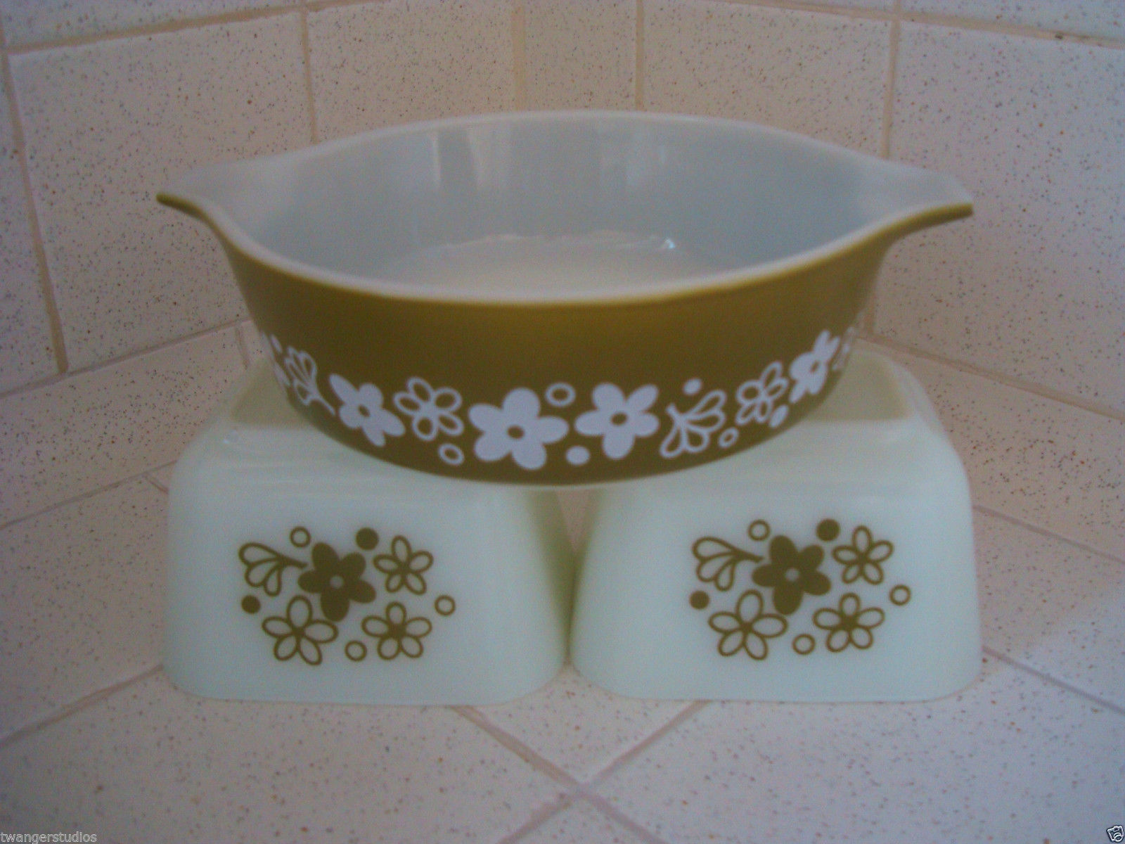 Pyrex Spring Blossom 471 and two 501 fridgies