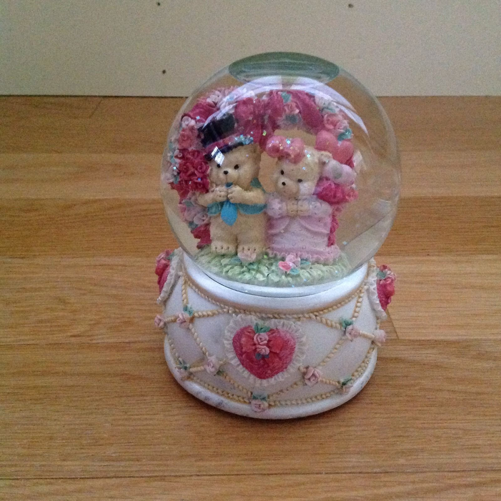 teddy bear snow globe pink hearts bows and roses