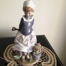 Lladro ~ Little Dutch Gardner # 5671   ~ Retired ~ RARE ~ Mint condition. - $315.00