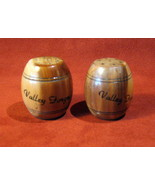 Vintage Salt Pepper Shakers Valley Forge PA Wood Barrels 1940s FREE SHIP - $24.16