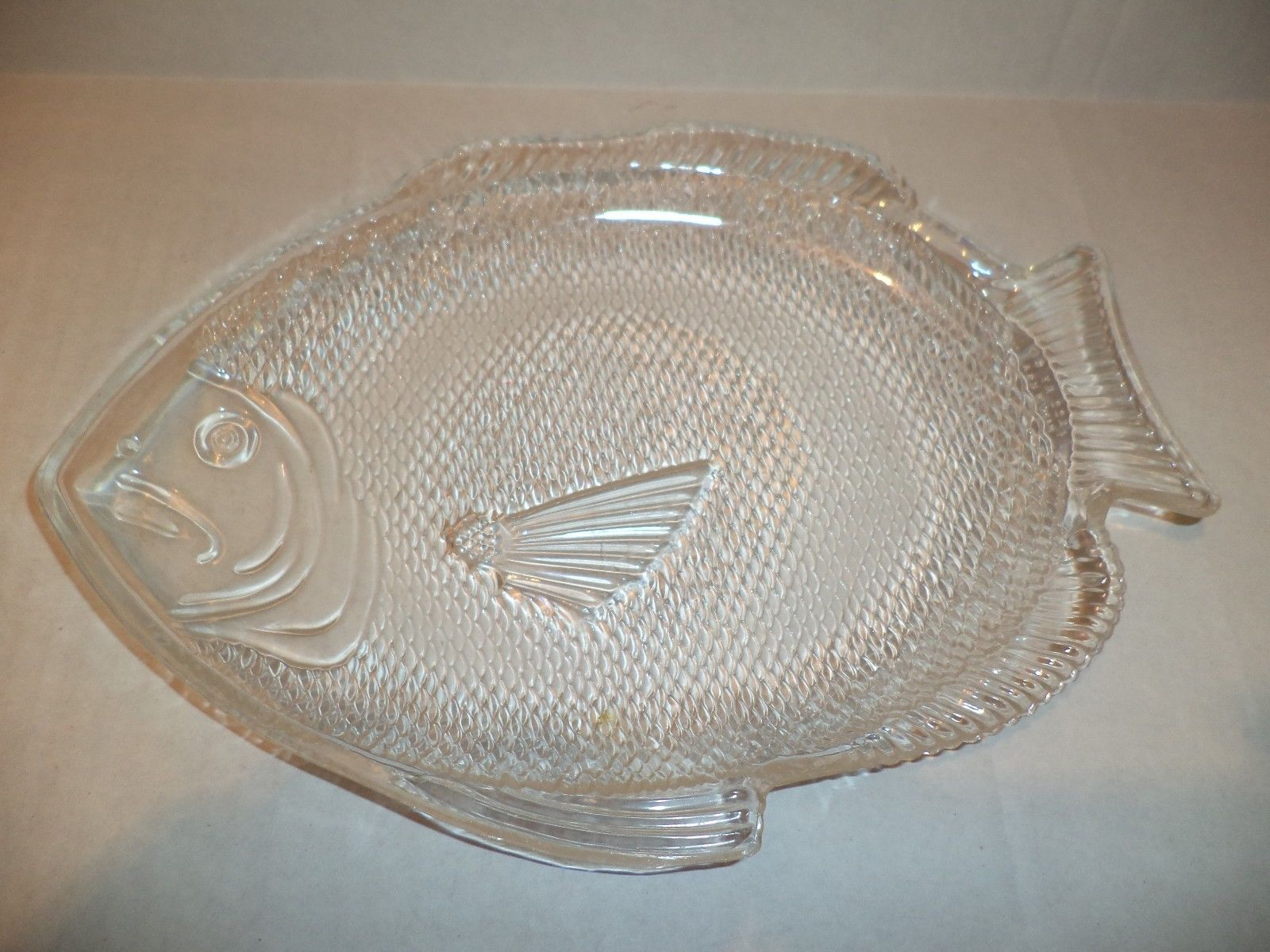 Four clear plastic fish shaped plates plates for Fish shaped plates