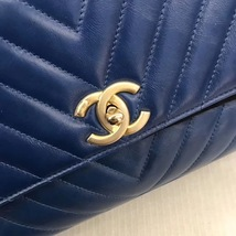 100% AUTHENTIC CHANEL CHEVRON QUILTED ROYAL BLUE MEDIUM COCO HANDLE BAG GHW image 5
