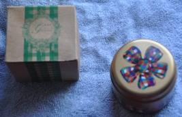 Rare Discontinued Vintage Avon Candle in a Tin - Holiday Garland New wit... - $6.00