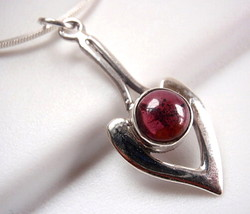 Garnet Necklace Pointer 925 Sterling Silver Necklace Round Cabochon New - $398,22 MXN