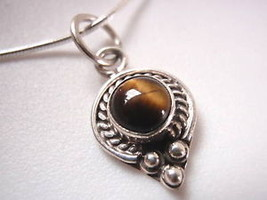 New Dainty Rope Bordered Tiger Eye Silver Necklace - $16.86