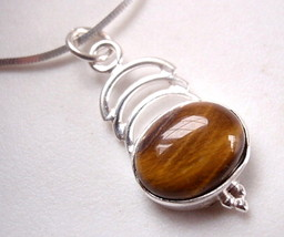 Small Tiger Eye Pendant Cabochon with Triple Crest 925 Sterling Silver New - $116,03 MXN