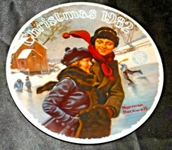 """1982 """"Christmas Courtship"""" by Norman Rockwell Plate with Box ( Knowles ) AA20- C"""
