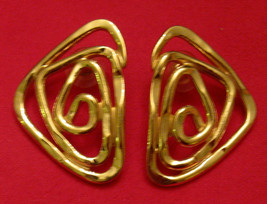 Avon ABSTRACT EXPRESSIONS Pierced EARRINGS Gold Tone Scroll Work ✿ 1990s... - $19.75