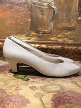 """Easy Spirit Beige Leather Heels, Size 7.5 B, Heel Height 2"""" - $9.10 CAD"""