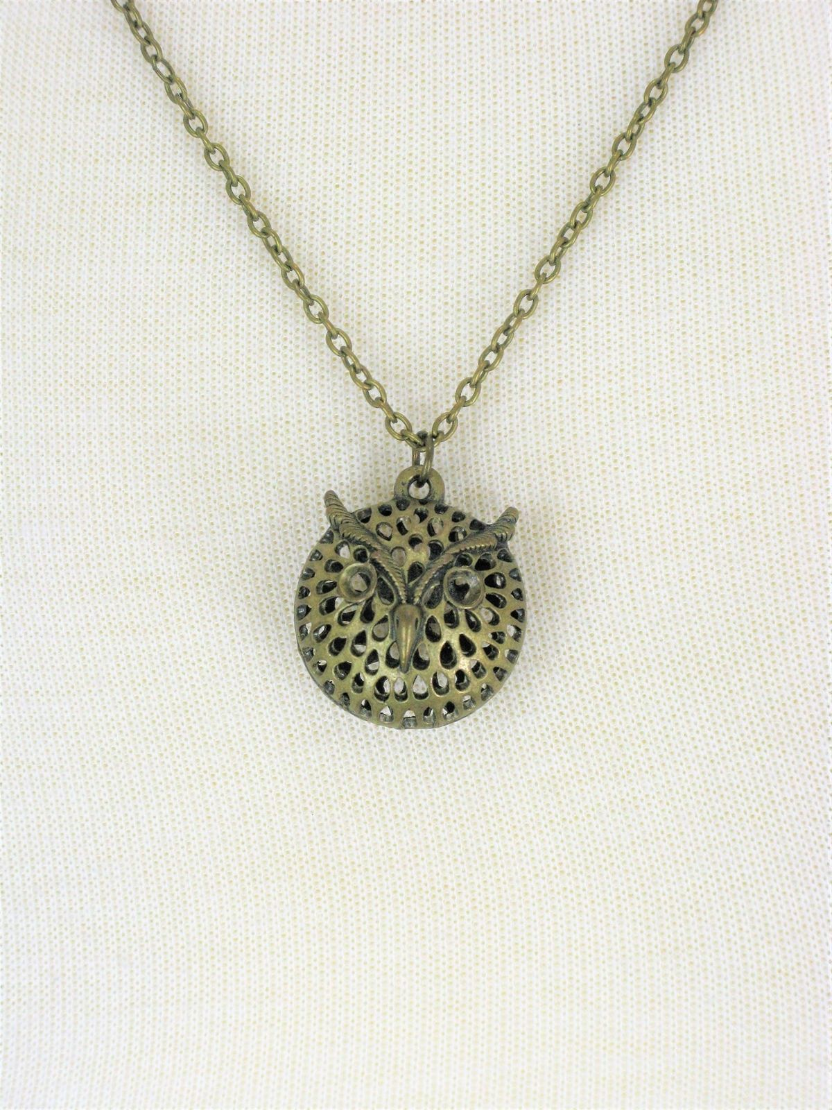 Retro Style Dimensional Owl Head Charm Necklace