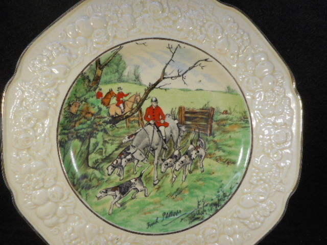 Crown Ducal Florentine Hunt Scene Plate 3 Horsemen with Hounds Signed 10 1/2""