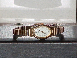 Pre-Owned Women's Timex Gold Tone Dress Analog Quartz Watch - $8.42