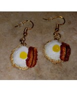 Cute Egg and Bacon Charm Earrings Gold Tone Wire Clay Breakfast Fried Eg... - $6.00