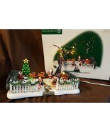 Dept 56 General Village 2000 FESTIVE FRONT YARD 52506 Retired 2006 Teste... - $39.95