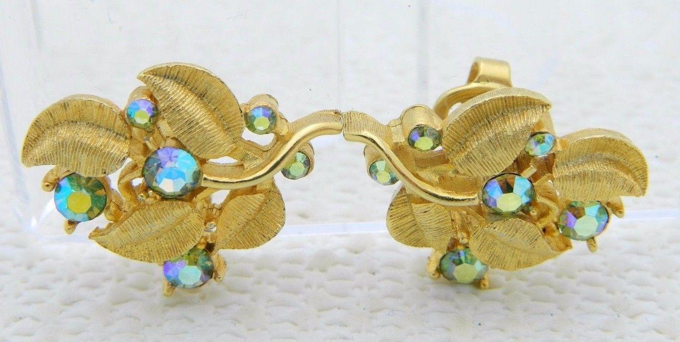 VTG RARE CROWN TRIFARI Gold Tone Green AB Rhinestone Flower Clip Earrings