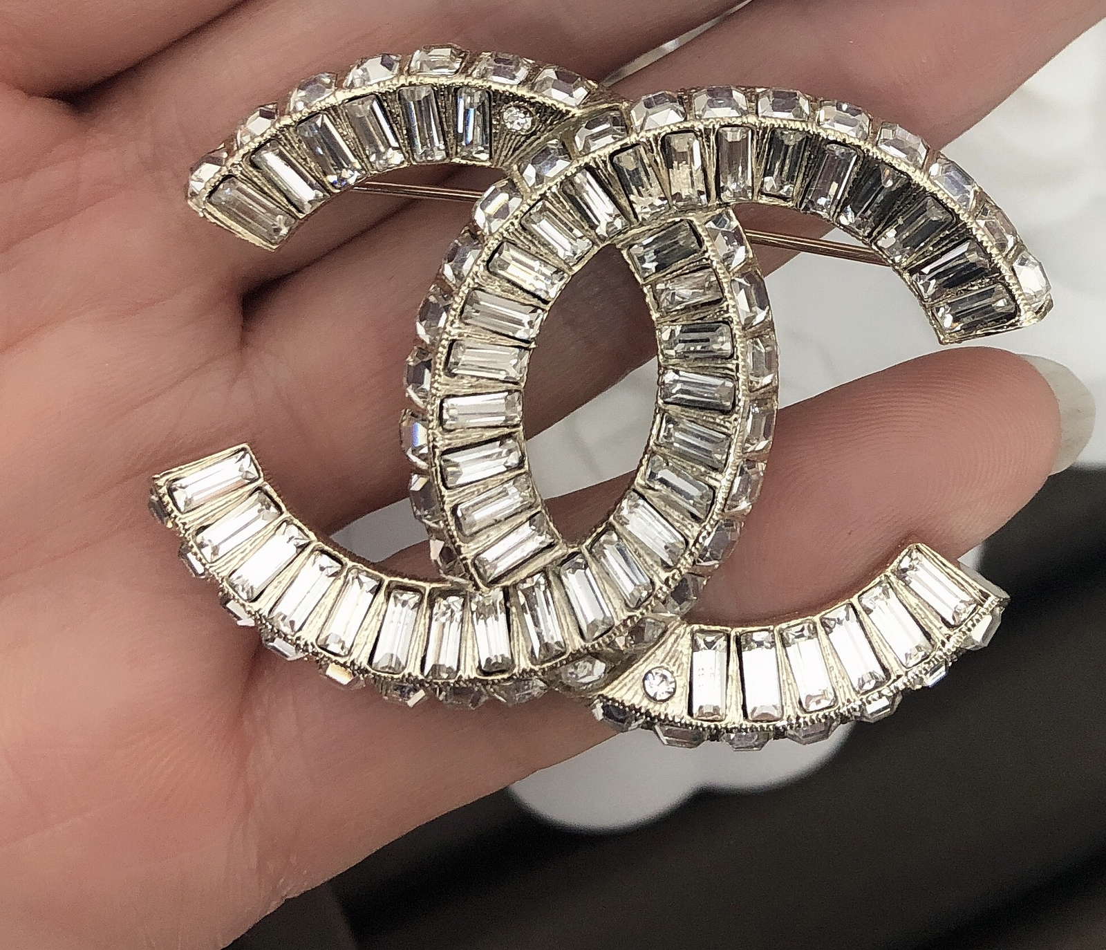 AUTHENTIC CHANEL Baguette Crystal Large CC Light Gold Brooch Pin MINT image 3