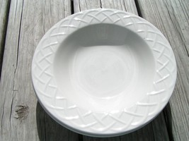 Picnic By Oneida China Lot Of 4 Large Rimmed Soup Bowls White Embossed S5 - $37.39