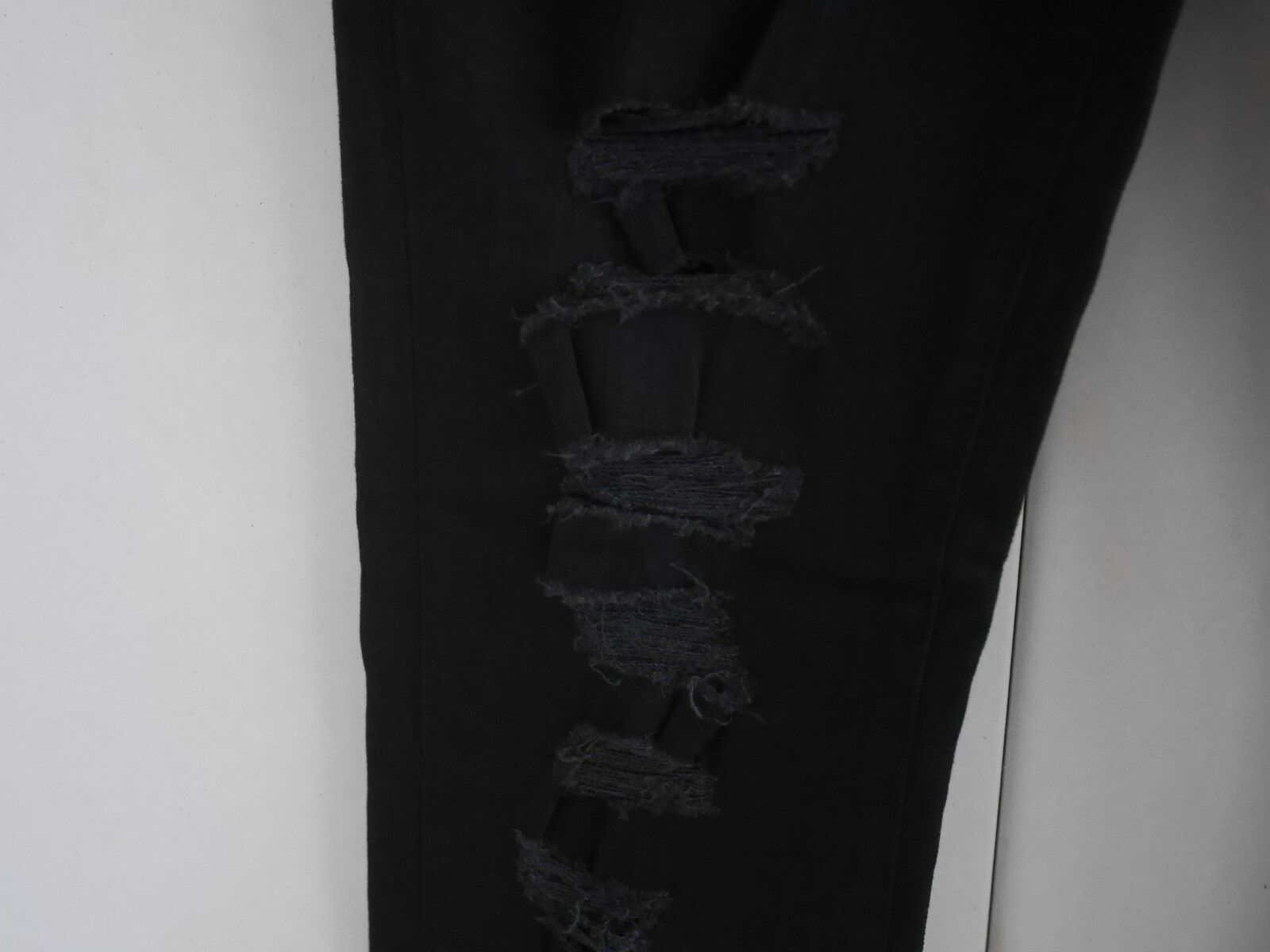 $198 NEW J Brand Maria - High Rise Skinny in Black Heart Destroyed - Size 29 image 7