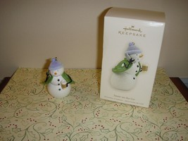 Hallmark 2008 Snow On The Go Ornament - $9.39