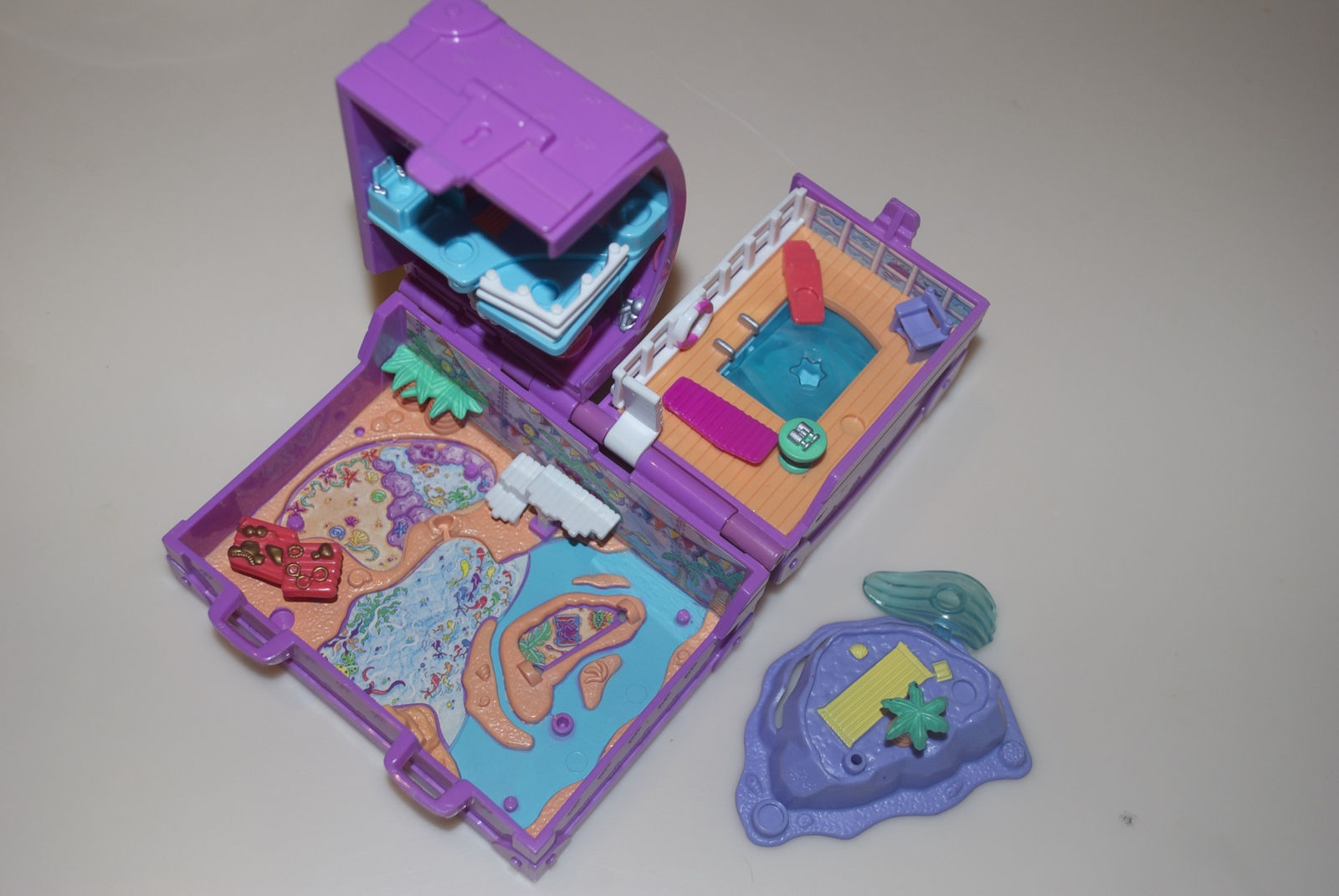 Polly Pocket Bluebird Surf N Swim Island Vacation Fun Purple Trunk Compact 1996