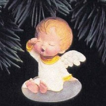 Lily Mary's Angels 5th in Series 1992 Hallmark Ornament QX4274 - $62.92