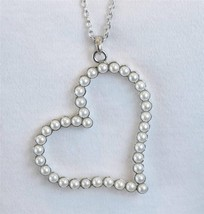 Trendy White Faux Pearl Heart Necklace Silver Tone - £10.96 GBP